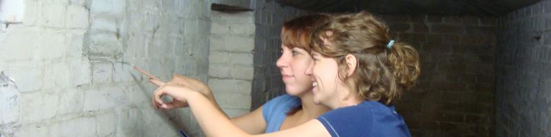 Zwei Freiwillige in Berlin-Kreuzberg 2010